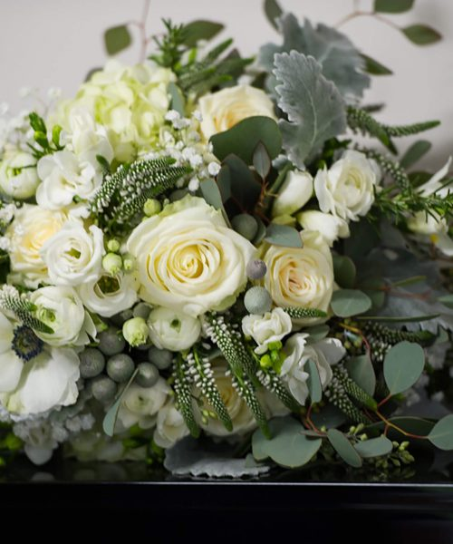 CLASSIC-Bridal-Bouquet-wintry