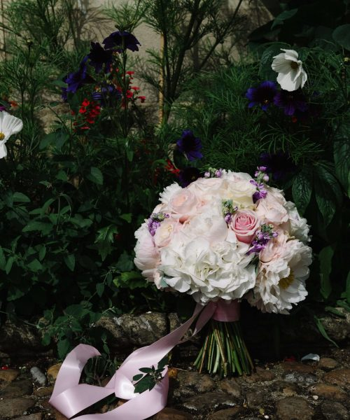 CLASSIC-bridal-bouquet-with-hydrangea-&-roses