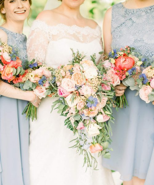 LM-summerlilystudio-bride-trailing-&-bouquets-Larkspur-Floral-Design-Florist-Cambridge-UK