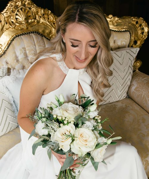 MODERN-White-&-green-romantic-bouquet-parva-Photographer