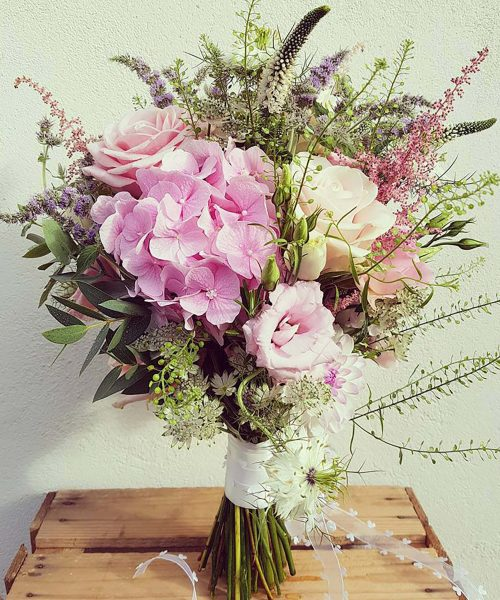 RUSTIC-MEADOWY--soft-pinks