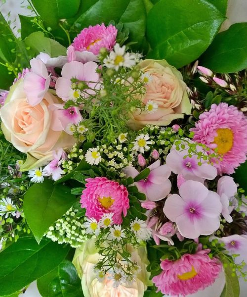 SEASONAL-BOUQUET-roses-peach-pink