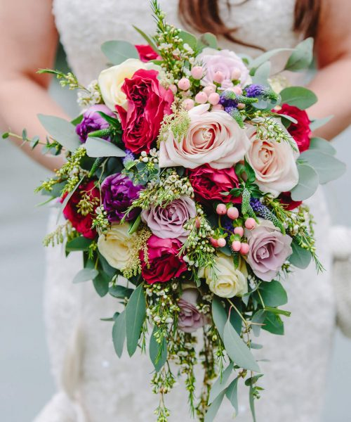 TEARDROP-style-bridal-bouquet-pink-red