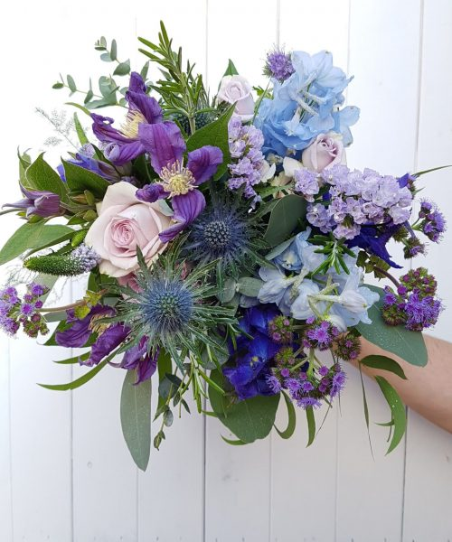 bouquet blue pruple roses thistle